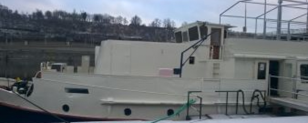 Loď Pivovar, Praha, Dvořákovo nábřeží
