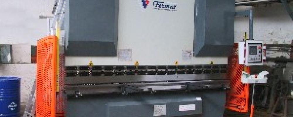 CNC ohraňovací lis 200 tun 3200 mm