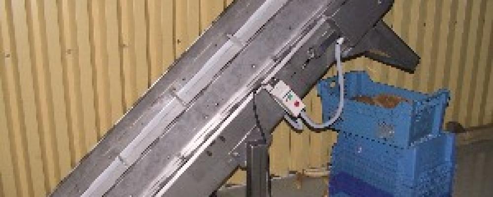 Nerezový pásový diopravník s unašeči