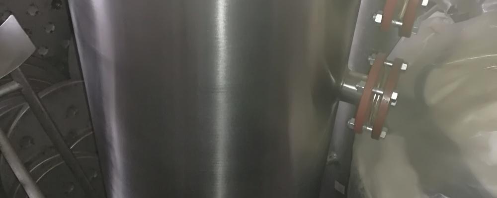 12). 1 ks NOVÁ - Nádrž ca 190 litrů, D=470 mm, L 1100 mm, uzavřená, ležatá, válcová, s rovnými dny, 2 sedlání, plovák, ČO, výpust, a další hrdla, nerez.