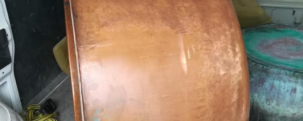 9). 1 ks NOVÝ Destilační kotel 300 LITRŮ, DN900, měď, výpust DN100, patní ložisko pro řetěz míchadla