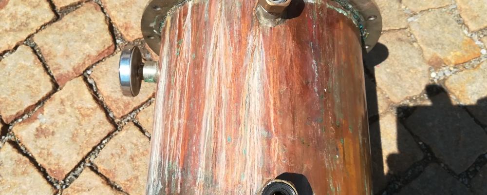 trubkovnice deflegmátoru zavařena do měděného pláště - teče